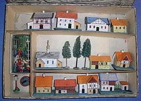 A vintage Erzgebirge set on E-bay.