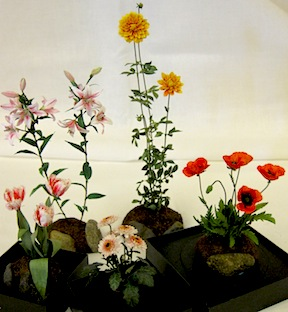 Five wonderful 1/12 scale floral pieces submitted by Jeannie Lindquist, a very new Artisan member of the Guild.