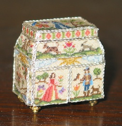 It was a class at Guild School with Annelle Ferguson designing and stitching the panels for this tiny casket...